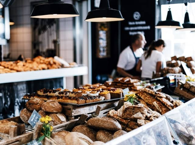 Cafe where commuters eat less healthy food